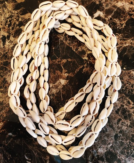 Collar de Aye 201 Caracoles/201 Cowrie Necklace String for Aje